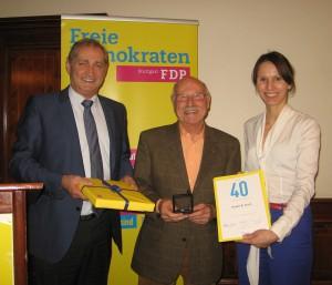 v.l.n.r. Armin Serwani, Kreisvorsitzender, Erwin Kurz, Judith Skudelny, Generalsekretärin der FDP BW